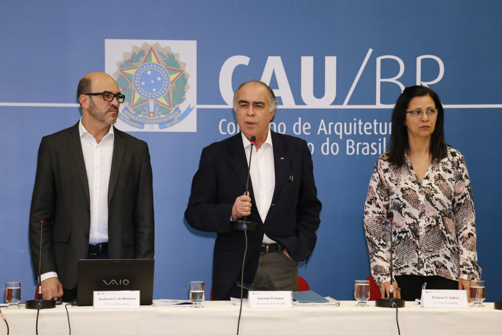 Presidente do CAU/BR, Haroldo Pinheiro, homenageia o arquiteto Pedro Paulo de Melo Saraiva