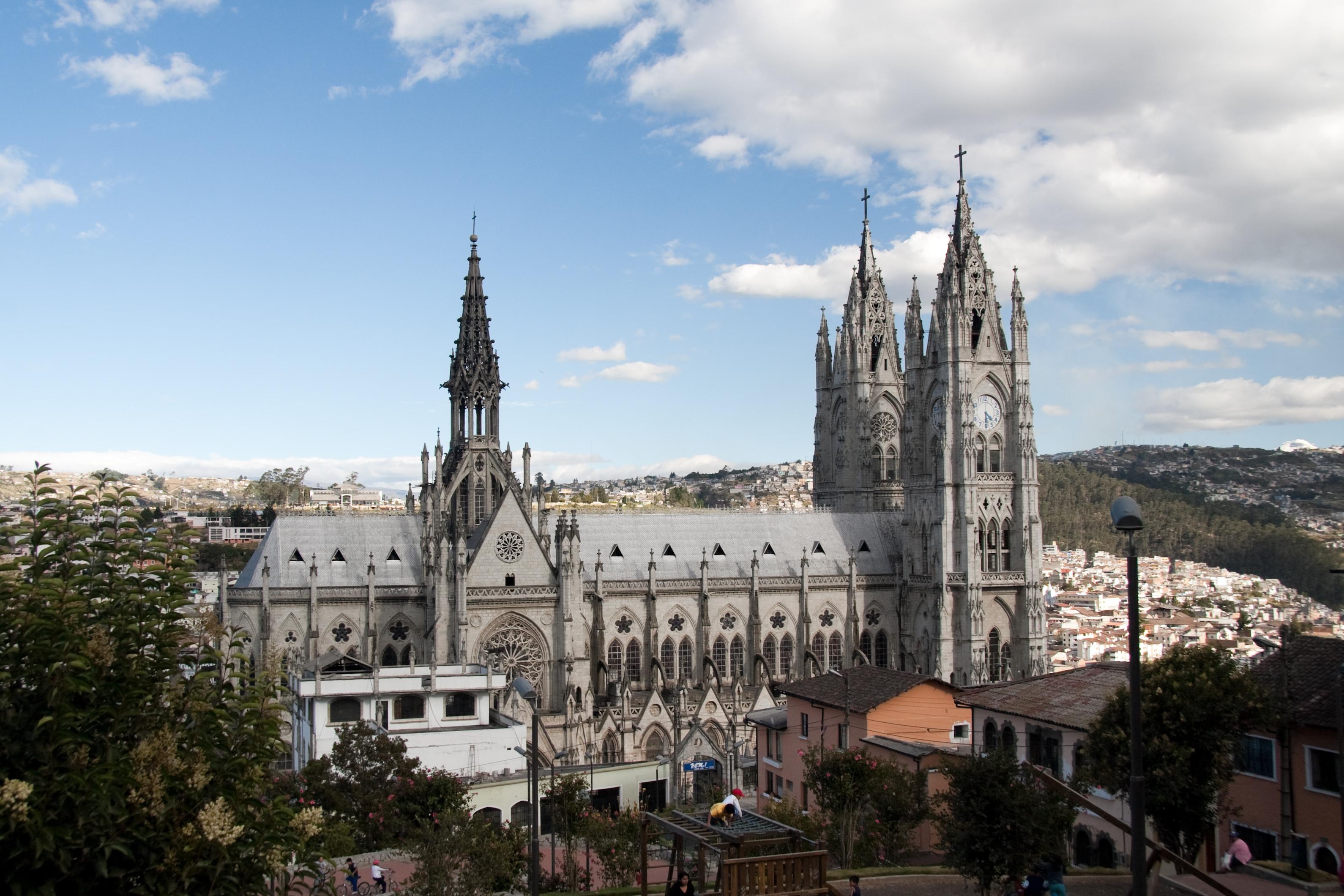 basilica_del_voto_nacional_quito_-_4
