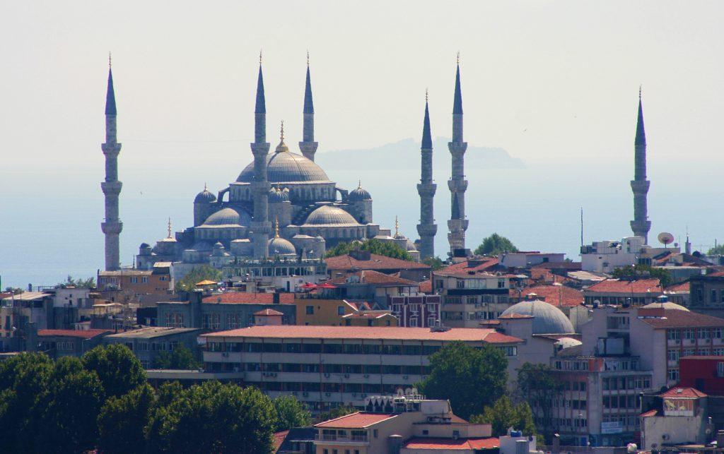 Istambul é a maior cidade da Turquia e a quarta maior do mundo
