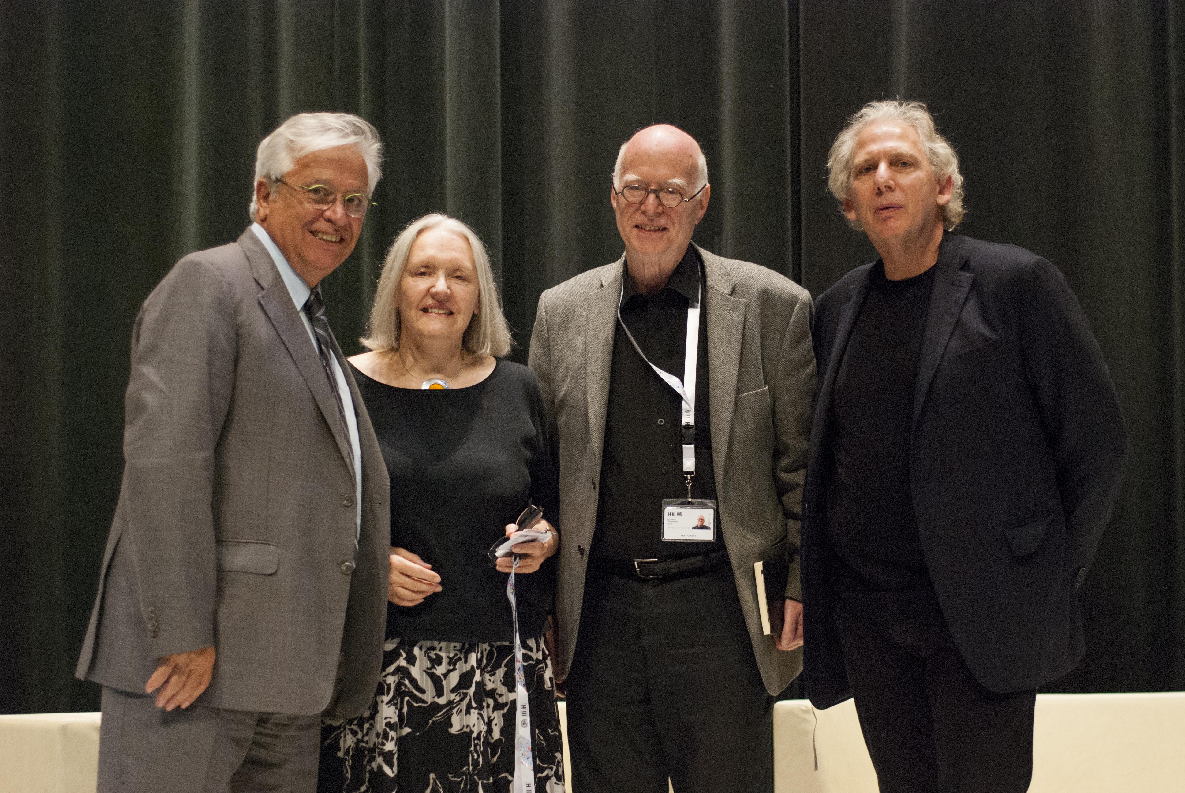 A partir da esquerda, Joan Clos, Saskia Sassen, Richard Sennett e Ricky Burdett (Foto: Secretariado do Habitat III)