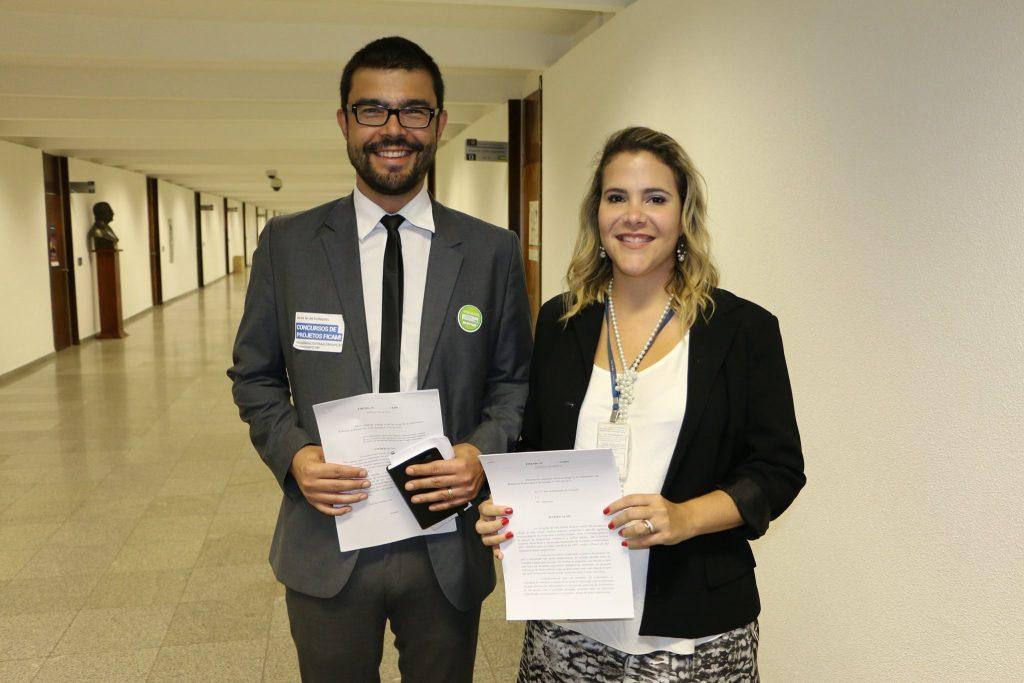 Matheus Seco, presidente do IAB-DF, e Kerine Rodrigues, assessora do senador Cristóvam Buarque (PDT-DF)