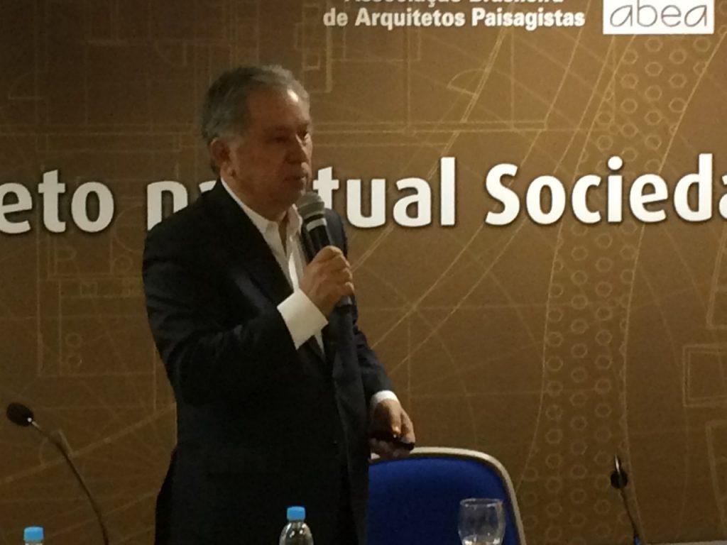 """Sérgio Magalhães, do IAB: """"Temos uma legislação federal que abstrai a necessidade do projeto completo"""""""