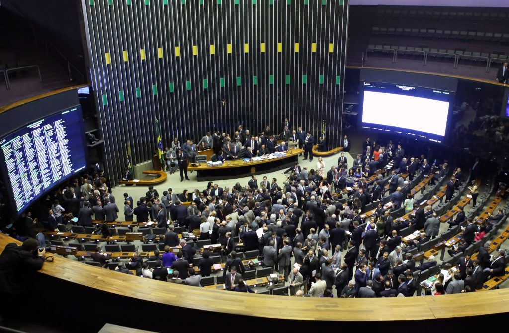 Pedido de regime de urgência para projeto que criminaliza o exercício ilegal da profissão será analisado pelo Plenário (Foto: Antônio Augusto/Câmara dos Deputados)