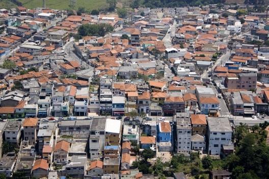 Tecido urbano de periferia de São Paulo (2010). Foto de Fernando Stankus (Creative Commons).