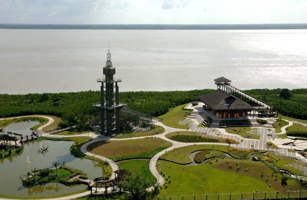 Parque das Garças, em Belém (PA), projetado por Rosa Kliass em 2005 a partir da revitalização de uma área de 40 mil m² às margens do rio Guamá (Foto: Divulgação RGK)