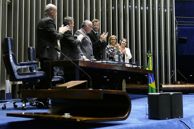Plenário da Sessão aplaudiu de pé o primeiro presidente do CAU/BR, Haroldo Pinheiro, que encerra sua gestão neste mês (Foto: Roque de Sá/Agência Senado)