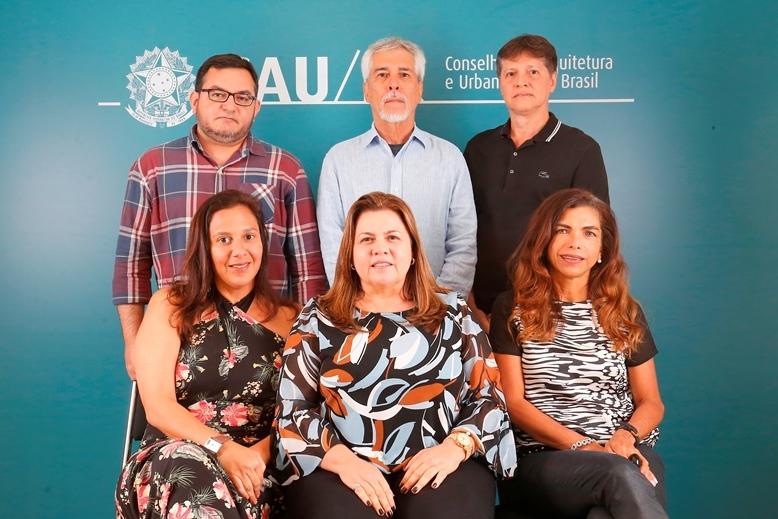 Comissão de Ensino e Formação (2018): Juliano Ximenes, Helio Cavalcanti (coordenador-adjunto), Humberto Cruz, Roseana Vasconcelos, Andrea Villela (coordenadora) e Joselia Alves