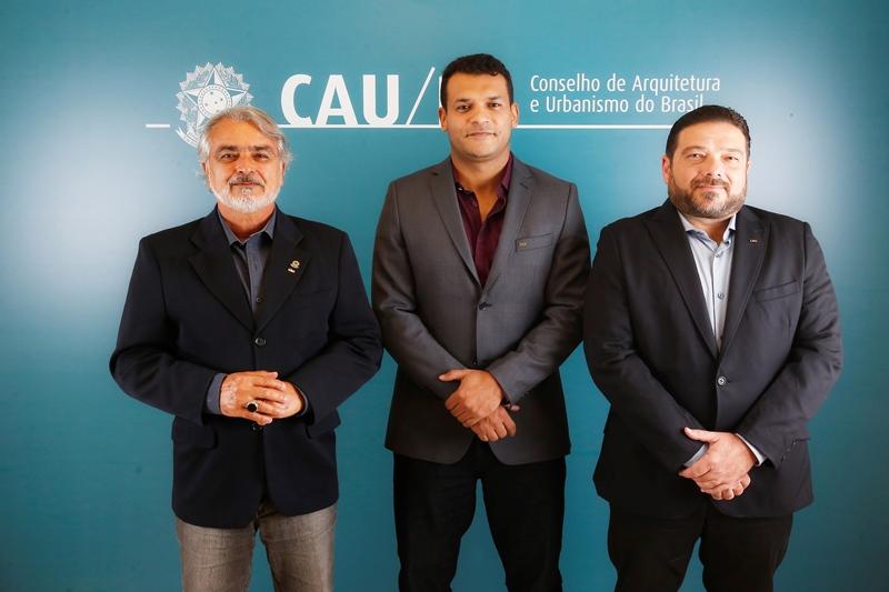 Comissão Eleitoral Nacional (2018): Osvaldo Abrão, Matozalém Sousa (coordenador-adjunto) e José Gerardo Fonseca (coordenador) (Foto: San Rogê - CAU/BR)