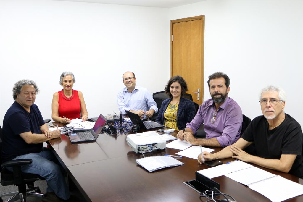 Primeira reunião da Comissão de Relações Internacionais em 2018: Jeferson Navolar, Nádia Somekh (coordenadora-adjunta), Eduardo Pasquinelli, Ana Laterza (servidora do CAU/BR), Fernando Oliveira (coordenador) e Helio Cavalcanti