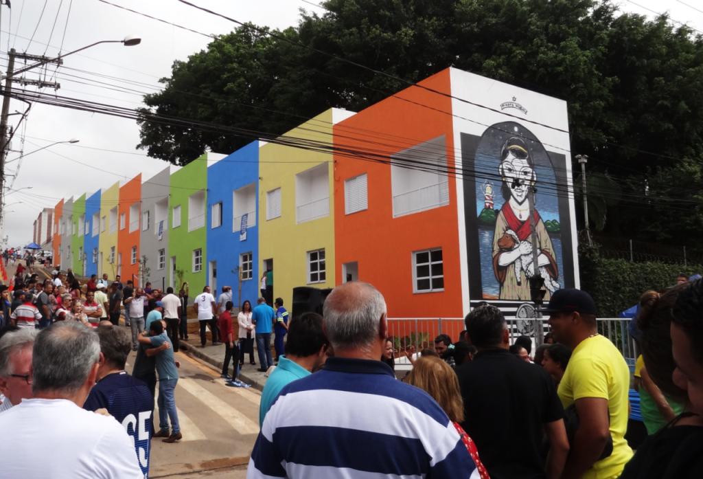 Inauguração das 24 moradias foi realizada pela prefeitura no dia 27 de janeiro de 2018, mas moradores ainda não receberam as chaves