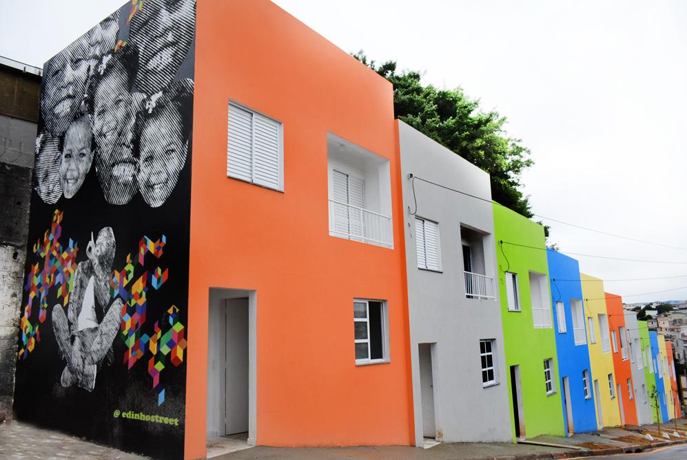Casas cubo construídas para abrigar 11 famílias no setor Novo Habitat, em Diadema (SP)
