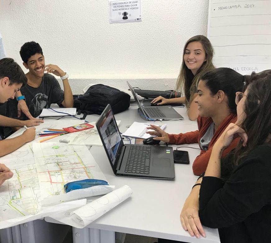 Estudantes discutem projeto do Adote uma Casa
